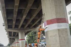 Operator Tol Becakayu Bangun Trotoar di Tengah Jalan…