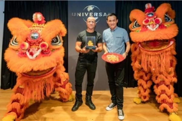 Wakil presiden eksekutif untuk pengembangan pasar di Universal Music Group (UMG) Adam Granite dan Calvin Wong, chief executive officer untuk Asia Tenggara. Sumber: Reuters