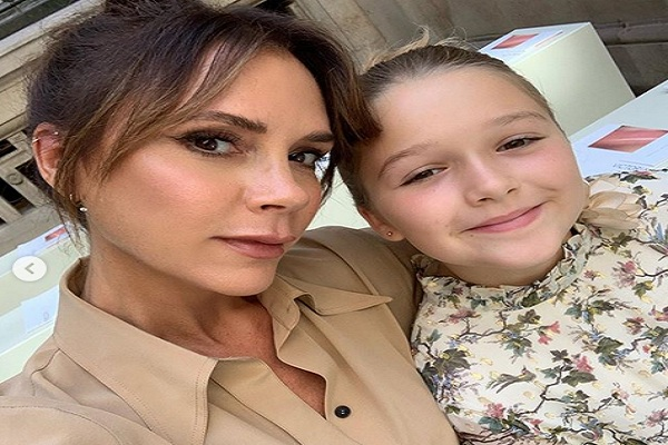 Harper Beckham dan ibunya Victoria Beckham - Instagram @victoriabeckham