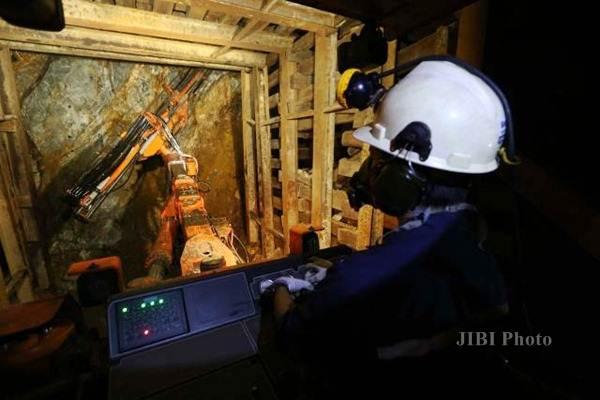 Aktivitas pekerja tambang di Unit Bisnis Pertambangan Emas (UBPE) Pongkor, Desa Bantar Karet, Bogor, Jawa Barat, Rabu (14/9). - JIBI/Nurul Hidayat