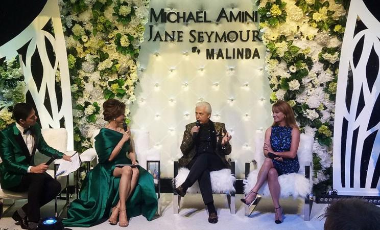 Michael Amini (kedua kanan) bersama Jane Seymour (kanan) berbincang-bincang terkait furnitur Indonesia di Malinda Gallery Furniture, Jakarta, Sabtu (21/9/2019). - Bisnis/Dionisio Damara
