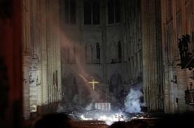 Patung Ayam Jantan Di Puncak Katedral Notre-Dame Akan…