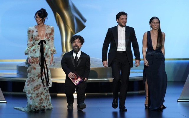 "Para pemeran dari ""Game of Thrones"" naik panggung Primetime Emmy Awards 2019 - Reuters/Mike Blake"