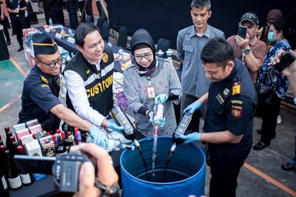 Bea Cukai Soekarno-Hatta Musnahkan Hasil Penindakan Barang Kena Cukai dan Minuman-Makanan Tanpa Izin BPOM