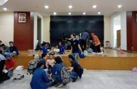 Puluhan Mahasiswa Pingsan Saat Mengikuti Unjuk Rasa di Gedung DPR