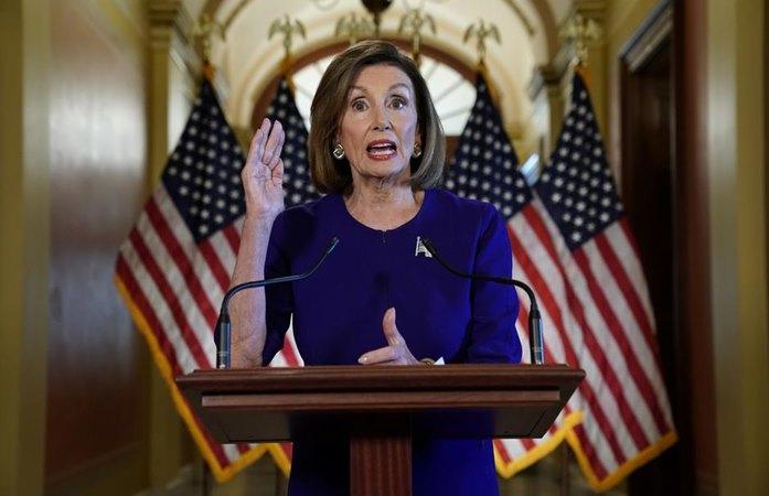 Ketua DPR AS Nancy Pelosi saat mengumumkan penyelidikan untuk pemakzulan Presiden AS Donald Trump, Selasa (24/9/2019). -