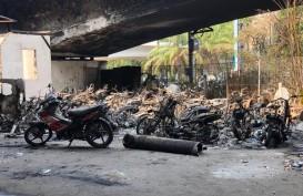 Belasan Kendaraan Sitaan dan Satu Pos Polisi Dibakar Massa Tadi Malam