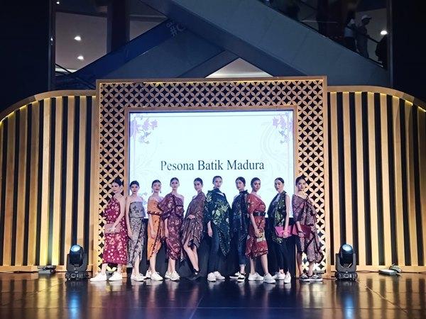 Summarecon Mall Kelapa Gading (MKG) Jakarta menyelenggarakan Pesona Batik Wastra Nusantara. Tema yang diusung pada penyelenggaraan keempatnya ini adalah 'Eksotika Batik Madura'. Acara ini digelar di MKG pada 25 September - 6 Oktober 2019. - Bisnis / Geofanni Nerissa Arviana