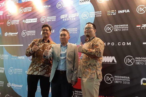 Pendiri dan Project Director IMX Andre Mulyadi (kanan) - Bisnis/Yusran Yunus