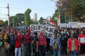 Demonstran di Palmerah Mulai Lempari Polisi dengan…