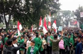 Ribuan Massa Gelar Unjuk Rasa di Depan DPRD Riau