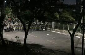 Demo Berujung Ricuh, Dentuman Demi Dentuman Menerjang Slipi