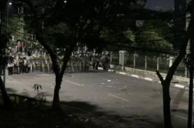 Demo Berujung Ricuh, Dentuman Demi Dentuman Menerjang…