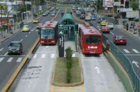 Kembangkan BRT, Menhub Hibahkan 10 Bus ke Pemkot Palembang…