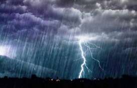 Hujan Deras Disertai Angin Kencang Mengguyur Palu dan Sigi