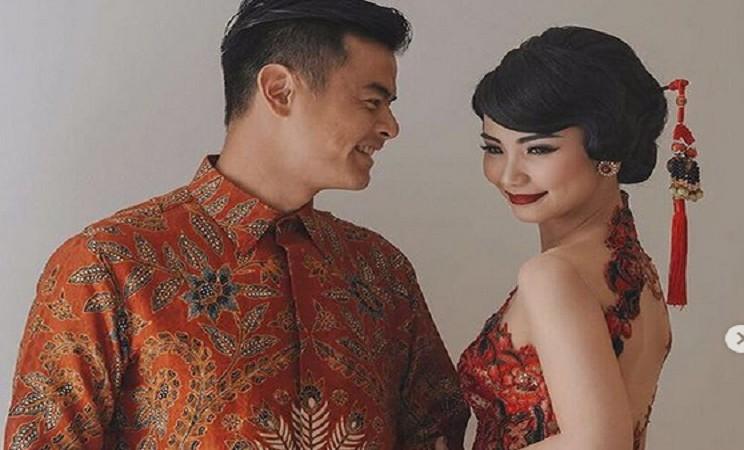 Busana batik modern rancangan desainer Anne Avantie - Instagram @anneavantieheart