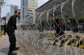 Unjuk Rasa Buruh, Polisi Pasang Barikade Kawat Berduri…