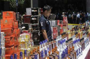 Bea Cukai Segel Tempat Penjualan Miras di Sorong, Papua Barat