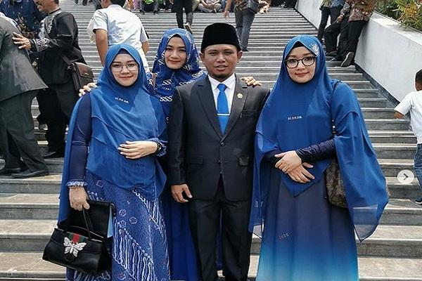Anggota DPR dari Fraksi NasDem Lora Fadil dan ketiga istrinya. - Instagram @pondokpesantren_alqodiri