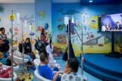 Angelina Jolie Bertemu Anak Penderita Kanker di RS Dharmais Lewat Video Call