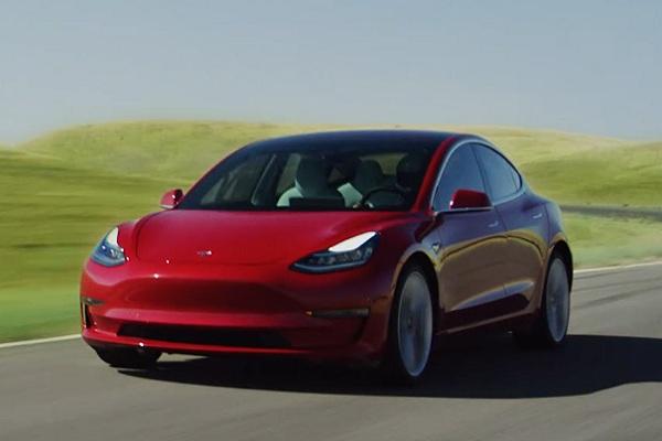 Mobil listrik Tesla Model 3 - www.tesla.com