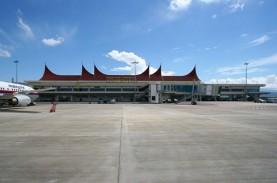 Arus Penumpang Pesawat di Padang Membeludak, Ini Antisipasi…