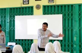 Ketika Direksi Astra Tol Tangerang- Merak Mengajar di Sekolah Dasar