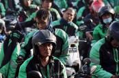 Puluhan Mitra Pengemudi Grab Laksanakan Akad KPR SMF-Grab
