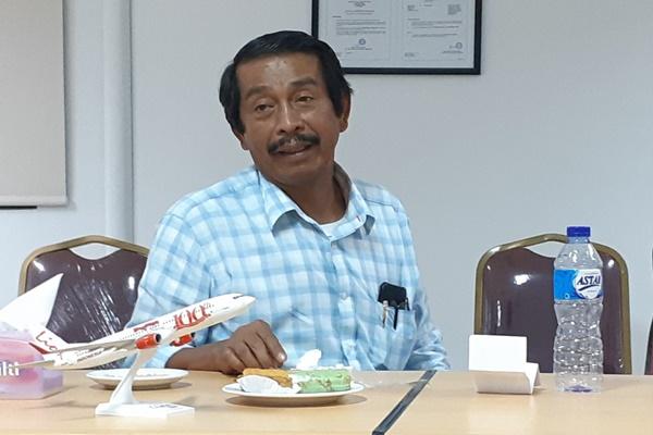 Presiden Direktur PT Lion Mentari Airlines Edward Sirait saat bertemu wartawan di fasilitas Maintenance Repair Overhaul (MRO) milik Lion Air, di Batam, Kamis (27/6/2019) malam. - Bisnis/Rinaldi M. Azka