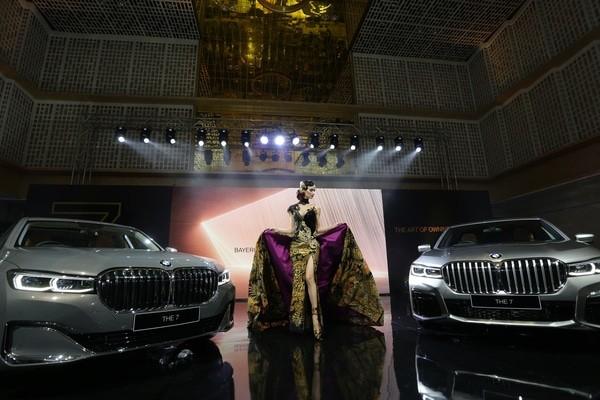 BMW Group Indonesia meluncurkan sedan mewah BMW Seri 7 Long Wheelbase terbaru di Thamrin, Jakarta pada (10/10/2019).  - Ist