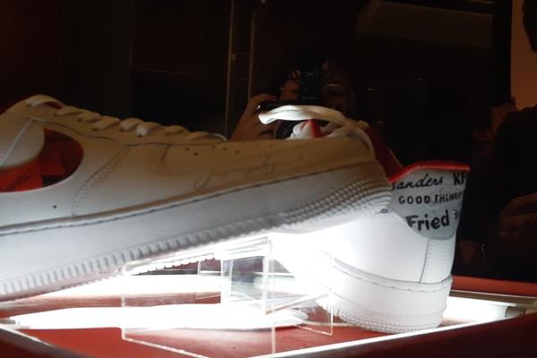 Sepatu Nike customed KFC keluaran brand Never Too Lavish - Bisnis.com - Ria Theresia Situmorang