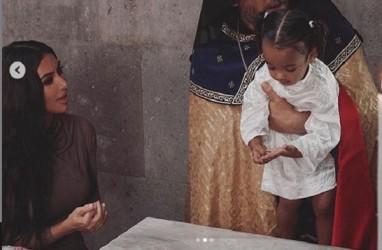 Kim Kardashian dan Anak-anaknya Dibaptis di Armenia