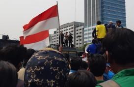 Demo Mahasiswa di Depan Kantor Jokowi, Jalan Gatot Subroto dan Veteran Ditutup