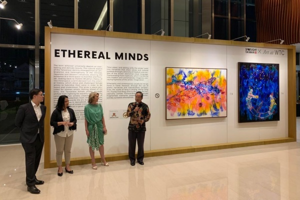 Representative TETO John Chen saat memberikan kata sambutan didampingi Founder ISA Art Design Deborah Iskandar, General Manager Jakarta Land Syahzan dan MC - TETO