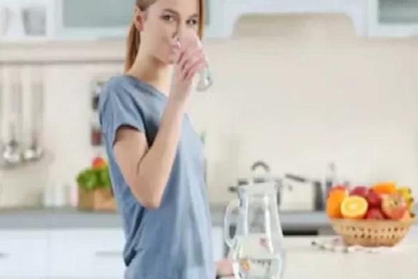 Ilustrasi minum air putih. - Istimewa