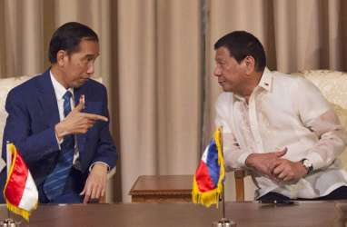 Presiden Filipina Duterte Jatuh Dari Sepeda Motor