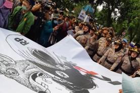 Demo Mahasiswa Bubar, Polwan Dihadiahi Poster Tikus…