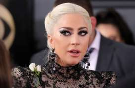 Lady Gaga Terjatuh di Panggung Usai Peluk Penggemar di Konser Las Vegas