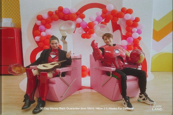 Stephanie Poetri (kiri) merilis video klip baru untuk versi baru dari lagu hitnya I Love You 3000 versi ke/2 yang menampilkan bintang K/Pop, Jackson Wang (kanan).