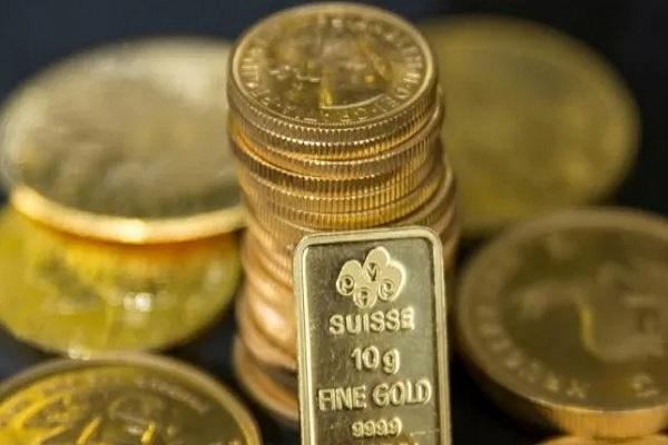Emas batangan di London, Inggris. - Reuters