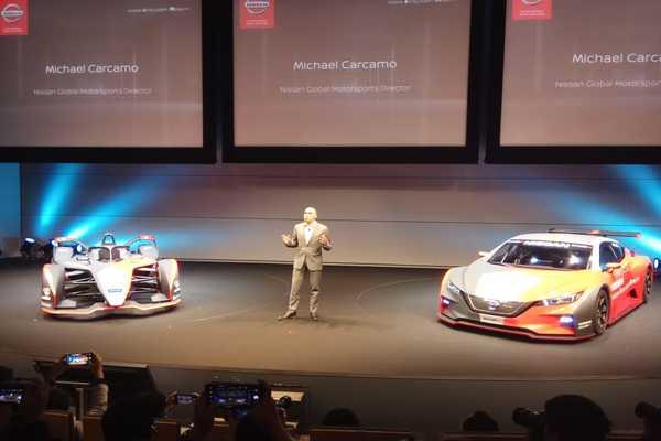 Michael Carcamo, Director for Global Motorsports Nissan, menjelaskan kepada pers dalam peluncuran tampilan mobil Nissan Formula E di Yokohama, Selasa (22/10/2019). - Bisnis/Fahmi Achmad