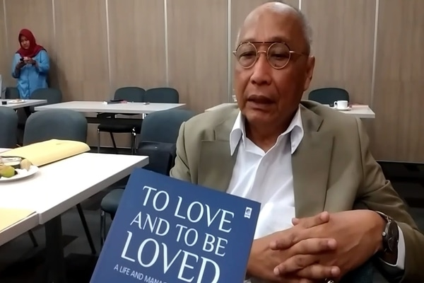 Pongki Pamungkas, Penulis buku Life and Management Wisdom Series: The Answer Is Love, All You Need Is Love, To Love and To be Loved, Love of My Love. - Youtube