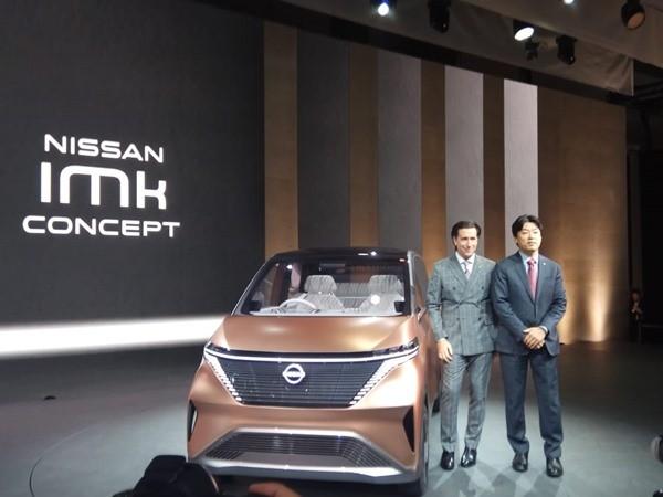 Kunio Nakaguro, Executive Vice President Global R&D Nissan memperkenalkan mobil konsep Ariya dan IMk yang berteknologi full kendaraan listrik dengan basis kecerdasan mobilitas Nissan, di ajang Tokyo Motor Show (TMS) 2019 di Tokyo Rabu (23/10/2019). BISNIS - Fahmi Ahmad