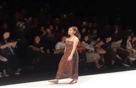 Pesona Sisterhood Runway Jakarta Fashion Week 2020 Bertabur Bintang