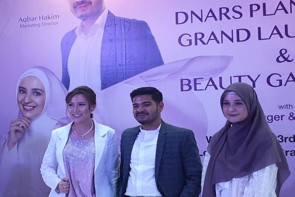 Dokter kecantikan Grace Hananta, Director Marketing Dnars Aqbar Hakim dan Shireen Sungkar di Gran Melia pada Rabu (23/10/2019) - Bisnis.com - Ria Theresia Situmorang