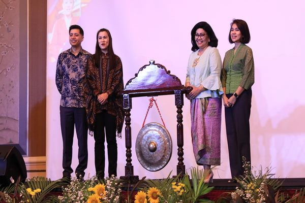 Peluncuran aplikasi,WeLearn, oleh UN Women dan brand Sunligh di Jakarta, Rabu (23/10/2019) - Istimewa. Dari kiri : Jamshed Kazi, Maria Dewantini Dwianto, Victoria Simanungkalit, beserta Nurdiana Darus