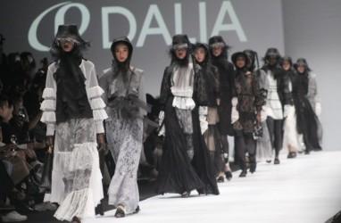 Daliatex Gandeng Kami, Restu Anggraini dan Barli Asmara di Jakarta Fashion Week 2020
