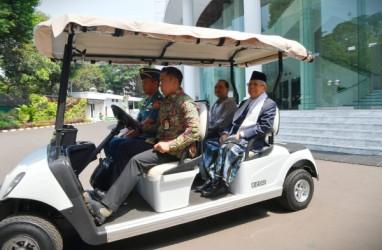 Hadiri Sidang Kabinet Perdana, Wapres Ma'ruf Amin Kembali Sarungan
