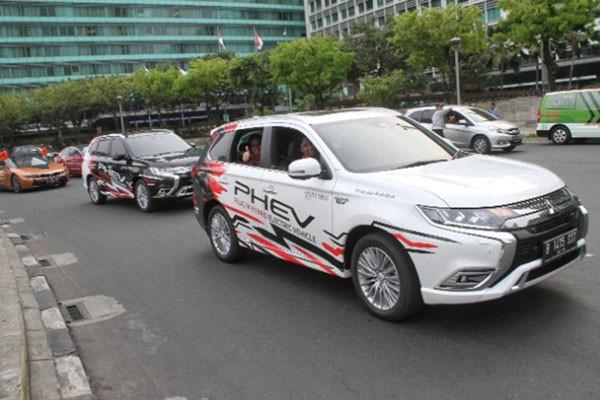 Kendaraan Listrik Mitsubishi Outlander Phev Ramaikan Jakarta Langit Biru Otomotif Bisnis Com