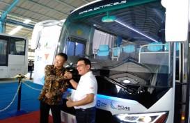 Moeldoko Serahkan Bus Listrik Produksi Perdana MAB untuk Paiton Energy
